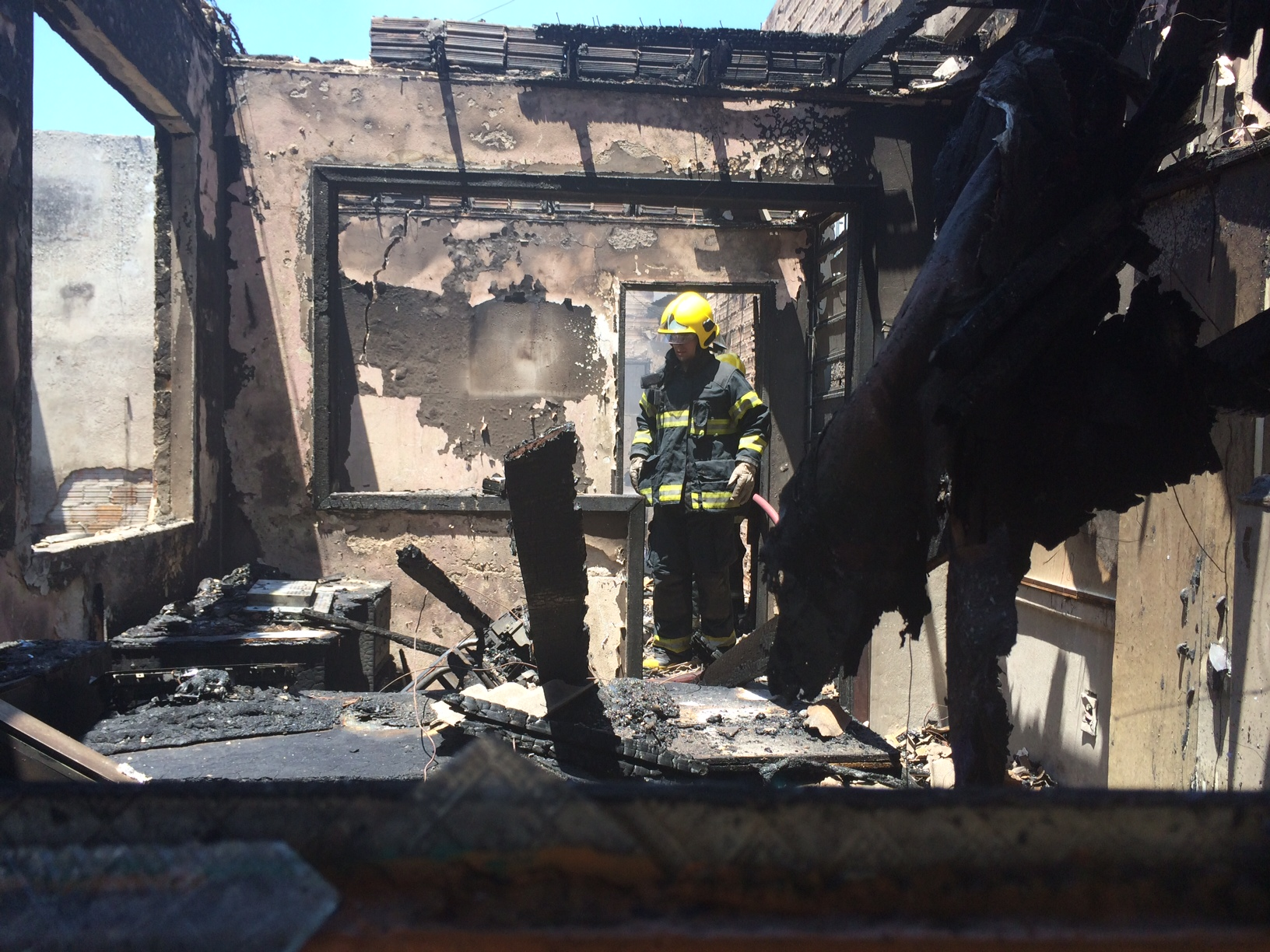 Aparador Blanco Barato ~ Fogo destrói loja de radiadores na zona norte de Porto Alegre Gaúcha