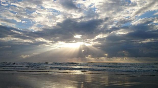 Resultado de imagem para imagens de sol entre nuvens