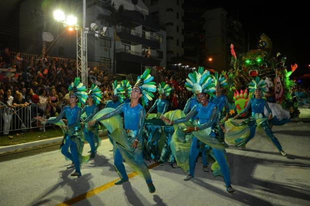 Resultado de imagem para foto do carnaval de rua de santa maria